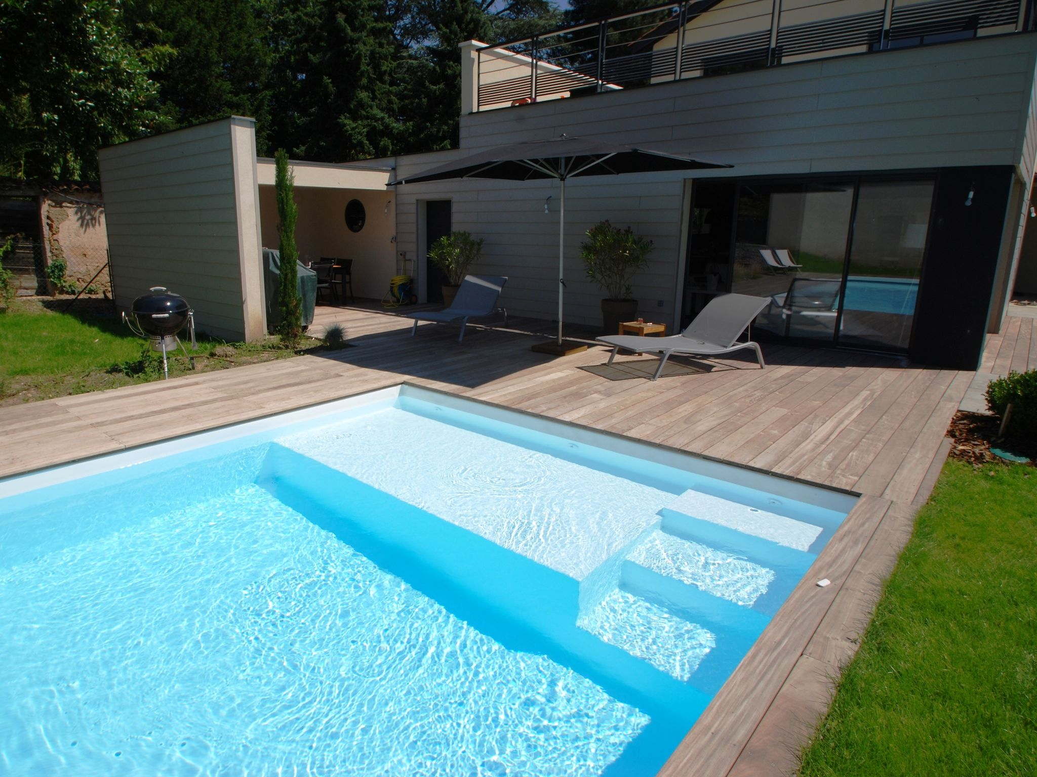 Escalier piscine avec plage ph25 jornalagora for Piscine design plage